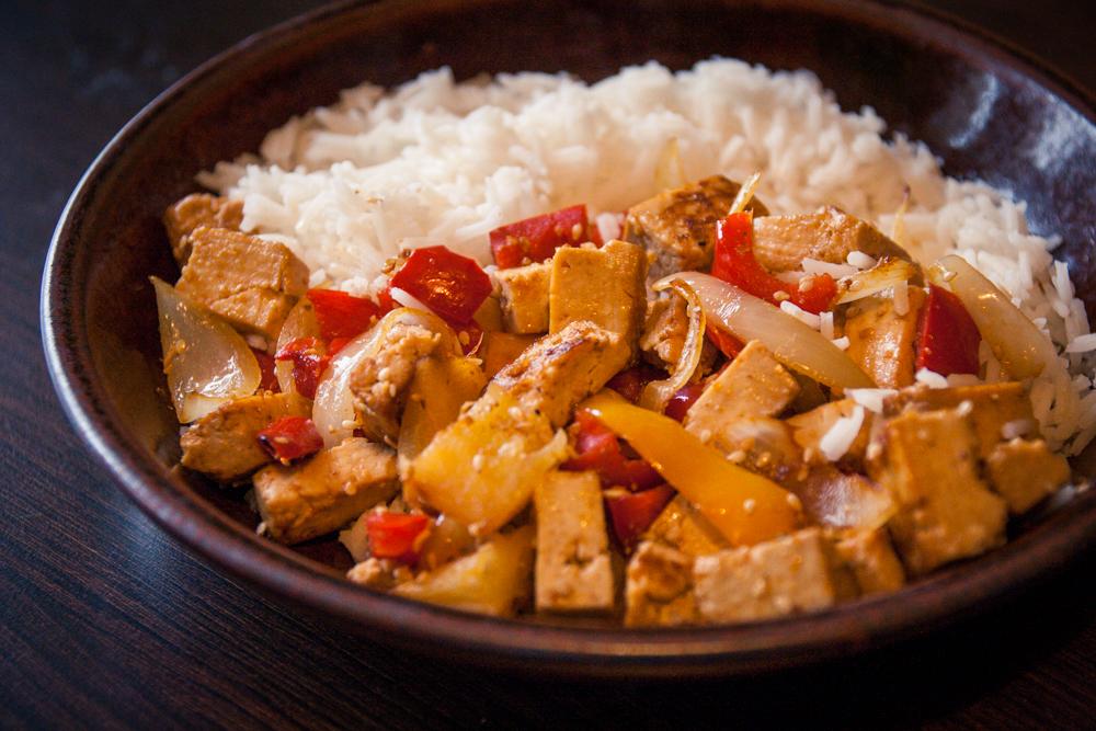 poêlée exotique végane au tofu mariné