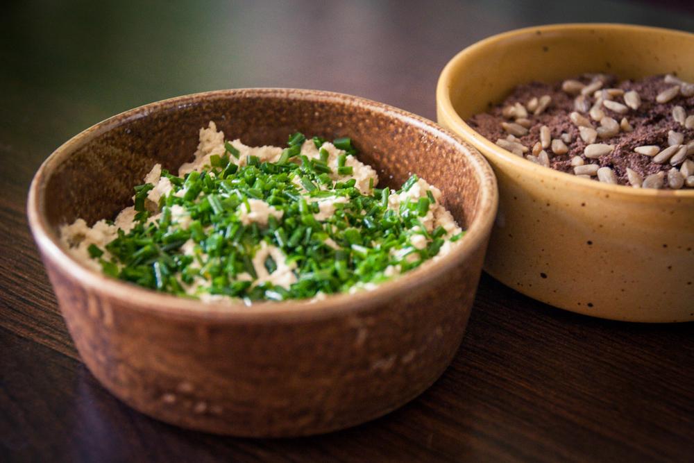 Fromage végane ail ciboulette - Pâté végétal aux olives