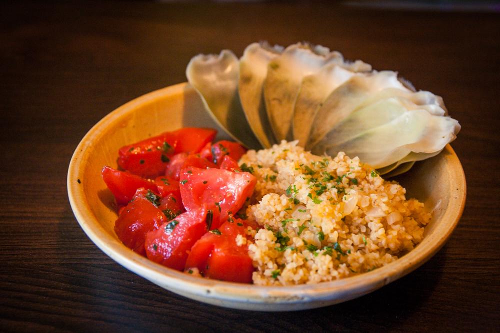 tomates en salade, boulgour et artichaut